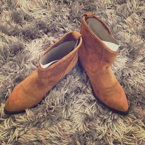 Chinese Laundry Suede Camel ankle bootie - 6.5M